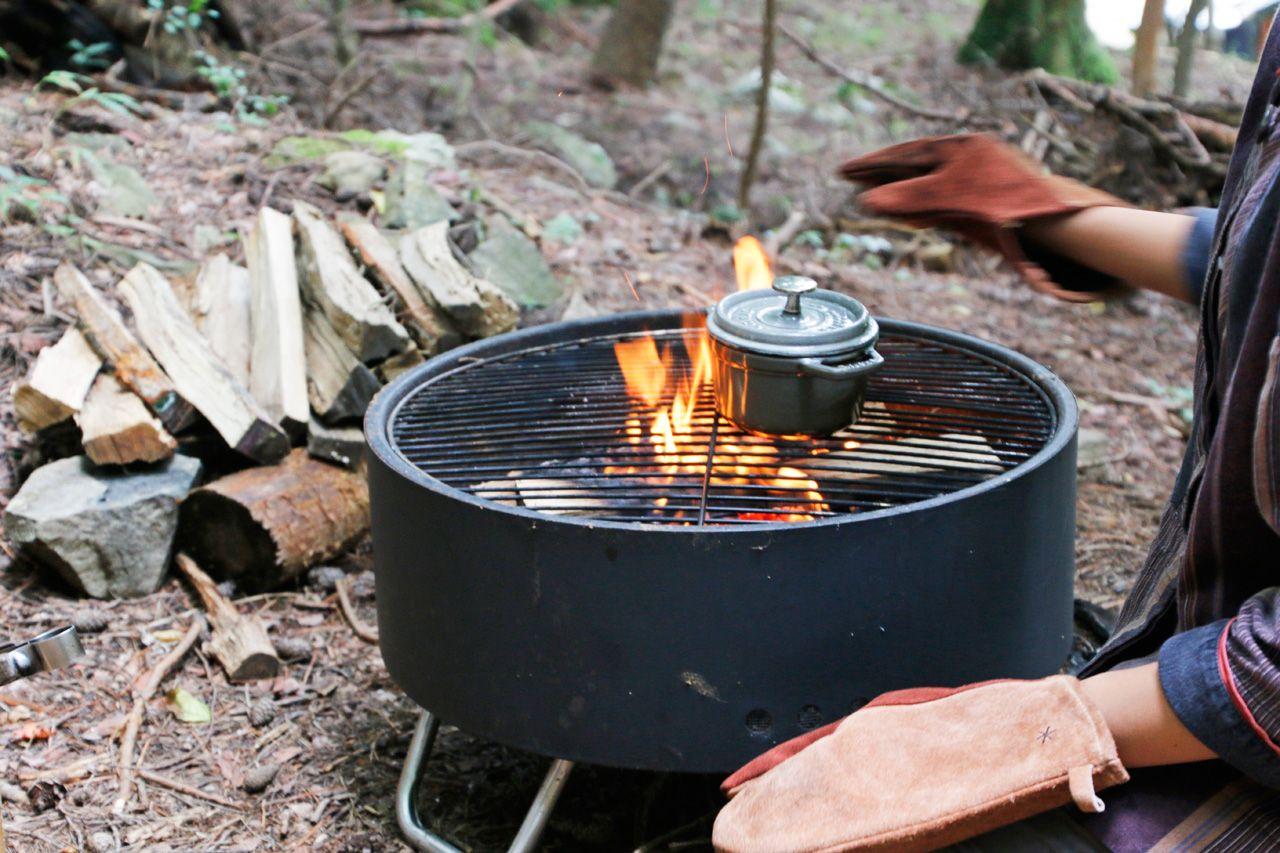 焚き火おこしもできる!森で食べる「森ポトフ」