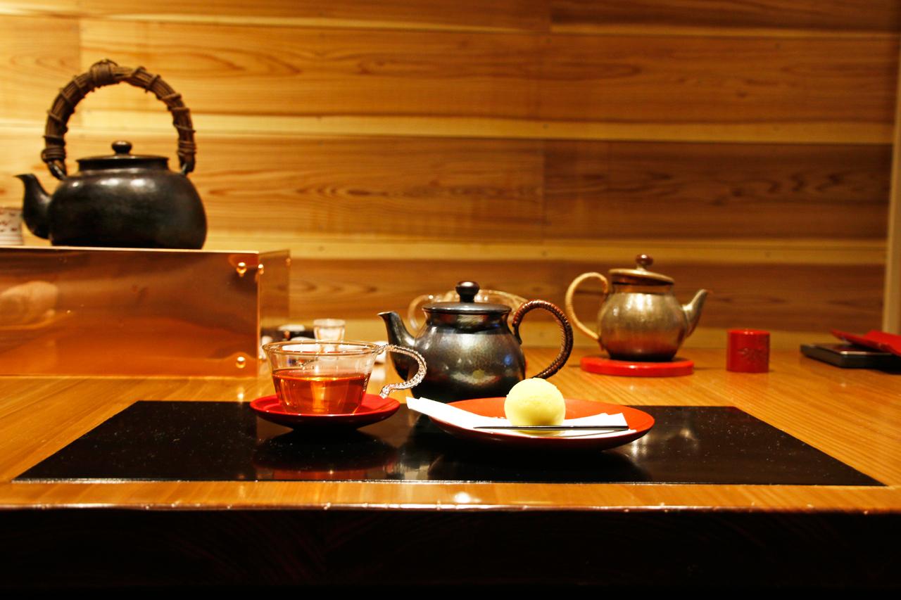 ここでしか味わえない、村上の酒とお茶を。酒蔵と茶寮へ