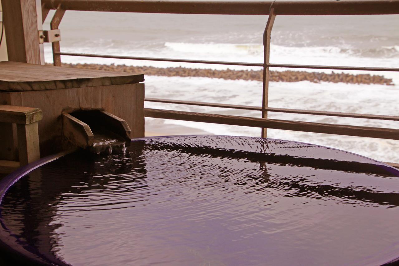 雄大な日本海と、沈む夕日と、温泉と。瀬波温泉