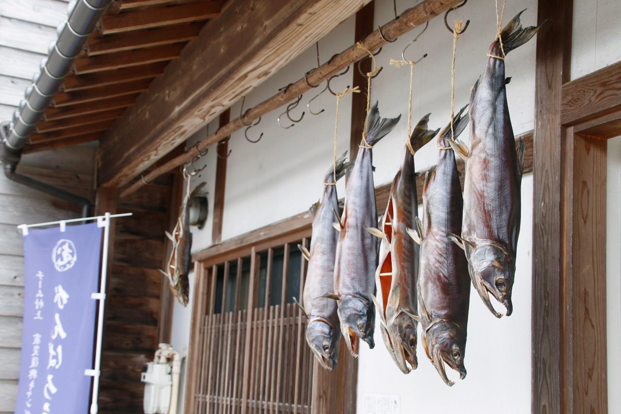 圧巻の塩引き鮭に驚き。新潟村上「千年鮭 きっかわ」