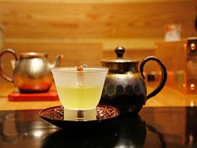 冨士美園「茶寮カネエイ」で村上茶を味わう。新潟・村上の隠れ茶屋