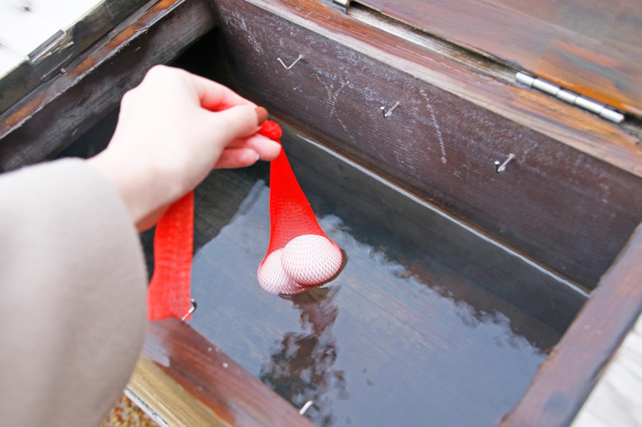 ジャンボサイズの足湯&温泉卵づくりが楽しい!