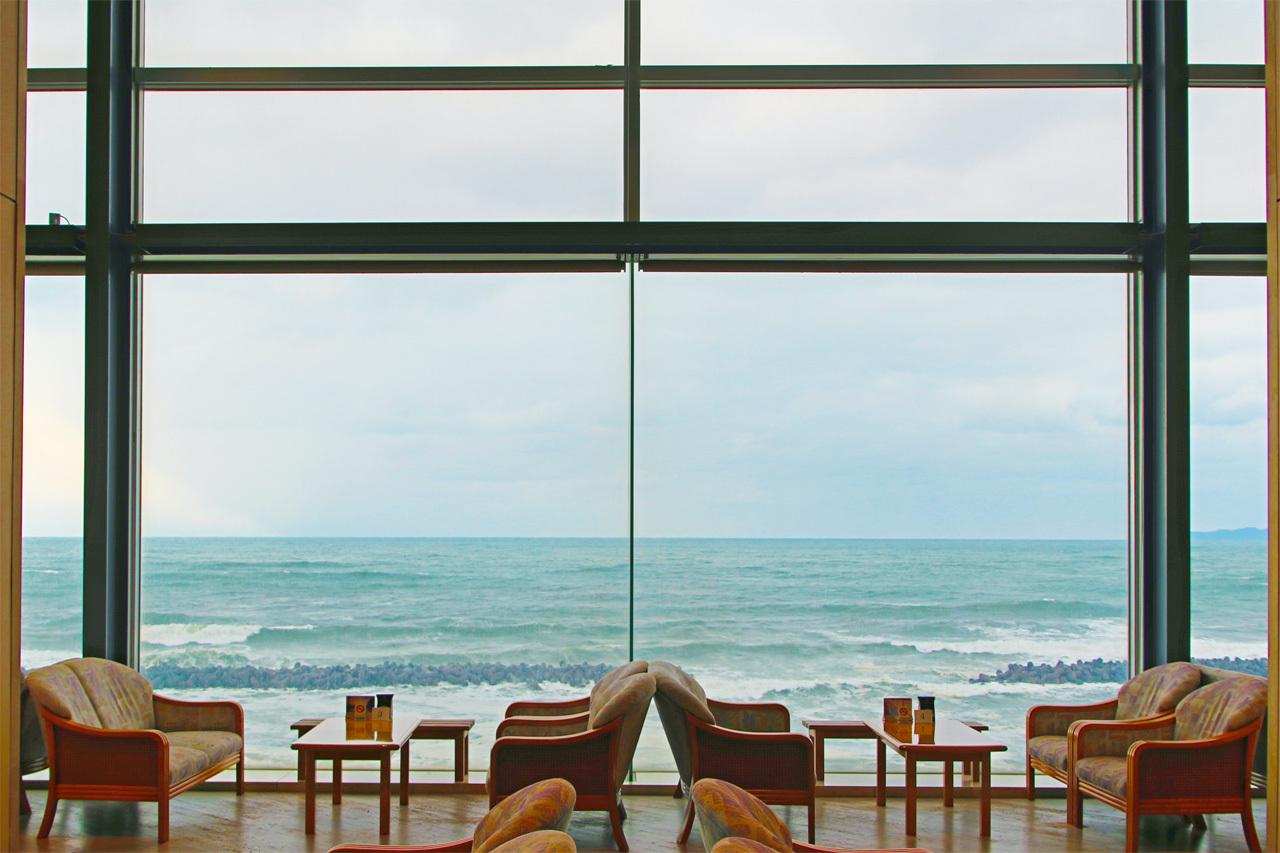 美しいオーシャンビューホテル。瀬波温泉・大観荘せなみの湯