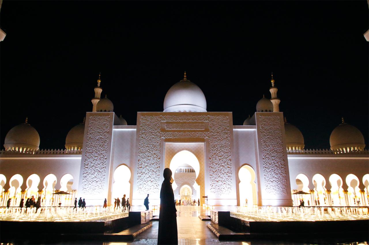 夜は幻想的!シェイク・ザイード・グランド・モスク