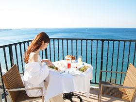 まるで海外リゾート!「葉山ホテル音羽ノ森」のバルコニーで朝食を