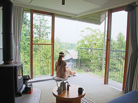 「箱根リトリート fore」で森林浴。温泉も楽しむ北欧風リゾート