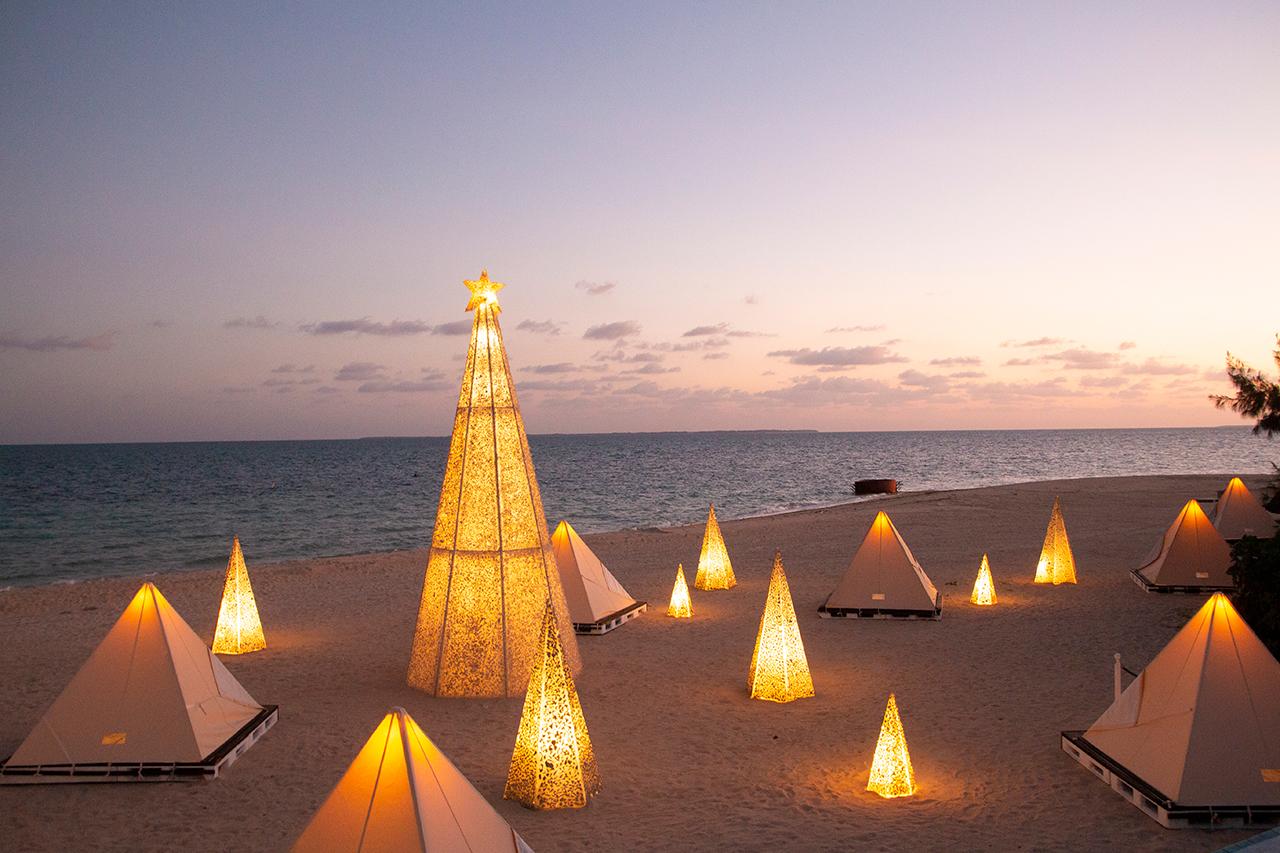 ビーチに珊瑚と白砂のツリー!「リゾナーレ小浜島」のクリスマス