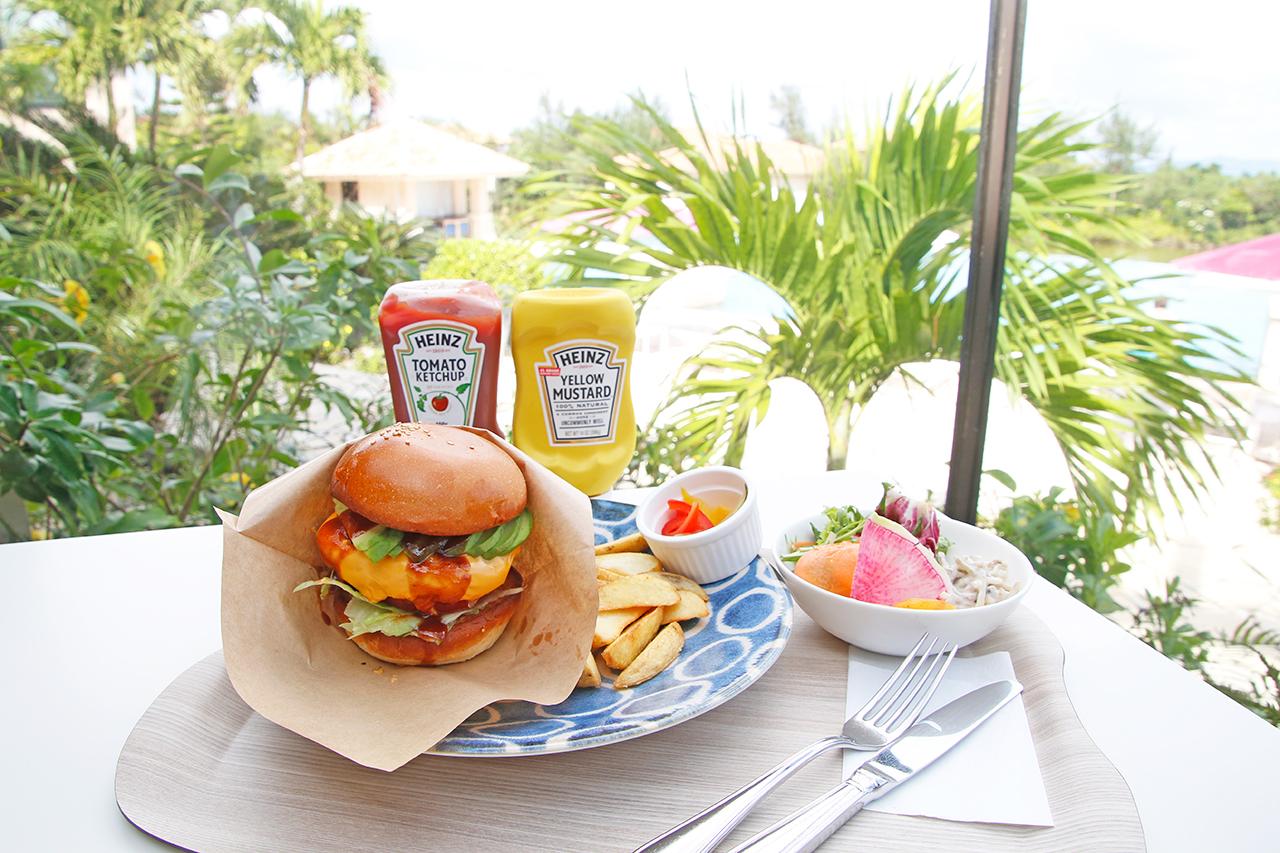 沖縄の味をリゾートホテル流に。レストラン「Ooli Ooli」