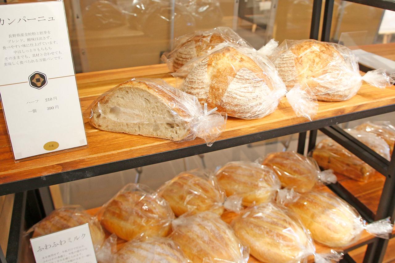 諏訪観光の合間に焼きたてパンで一休み。ベーカリー&カフェ