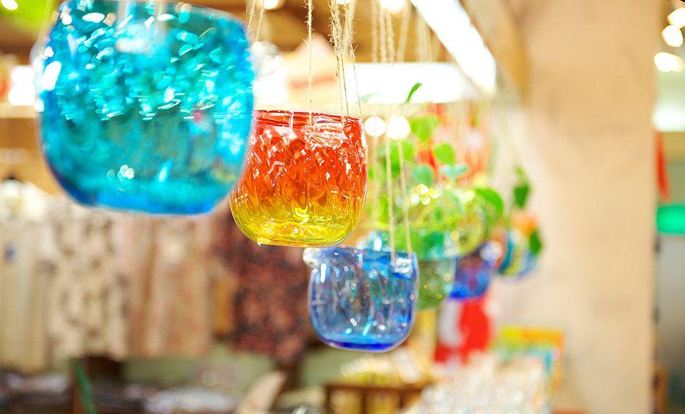 お土産選びが楽しくなる品ぞろえ豊富なガラスショップ