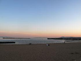 千年の恋に落ちる。リニューアルした須磨海岸の美を巡る