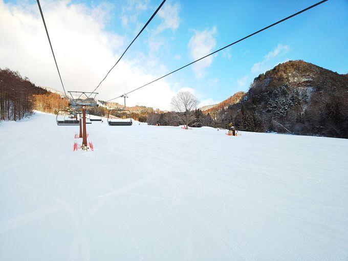 スキーもスノボも練習しやすいワイドでゆるやかなコース