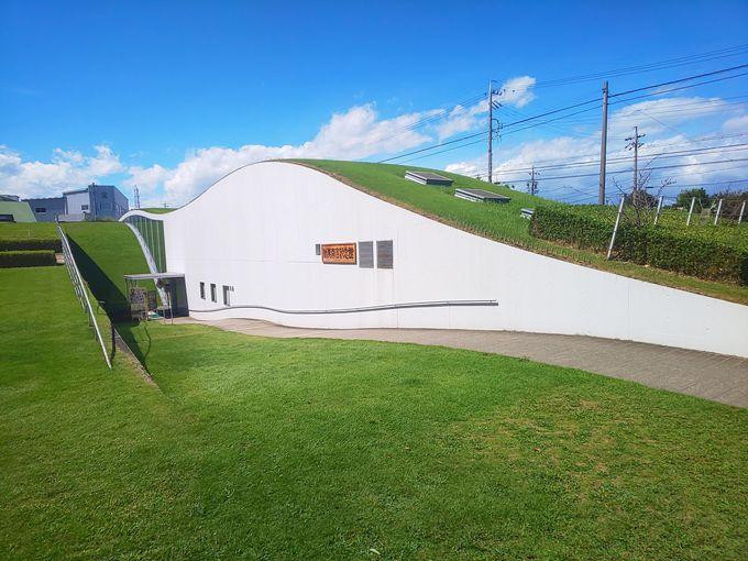 童話の里に溶け込む新美南吉記念館