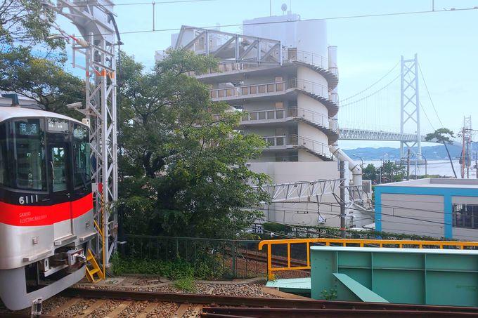 明石海峡大橋が迫る「舞子公園駅」