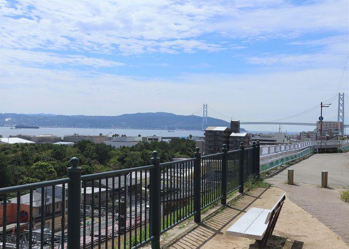 海を見渡す展望台のような駅。山陽電車「滝の茶屋駅」「東垂水駅」