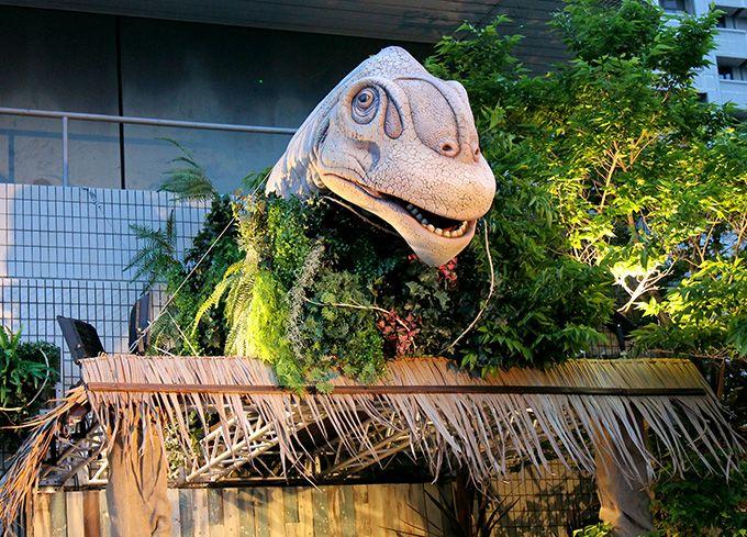 恐竜とプールサイドビアガーデン!ホテルニューオータニ大阪