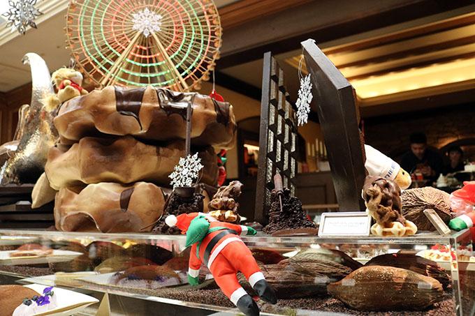 クリスマス仕様のビュッフェとカクテルも
