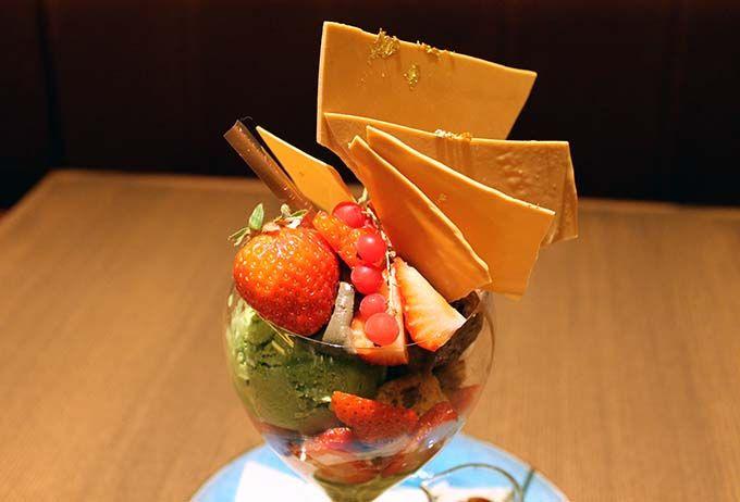 金箔をあしらった京都限定・季節のパフェ