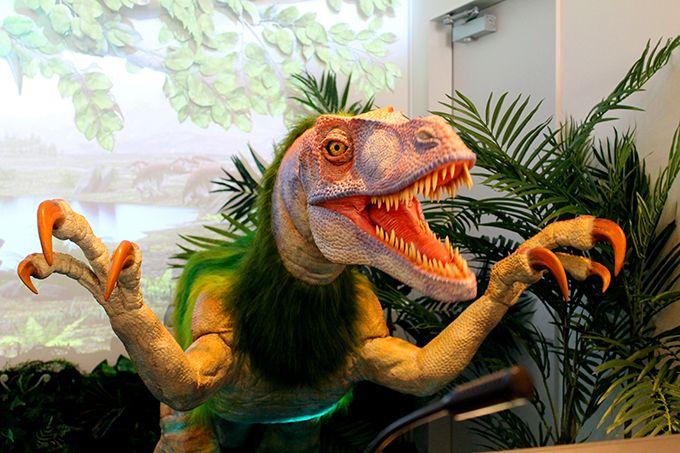 ホテルの受付に恐竜がいる!は当たり前