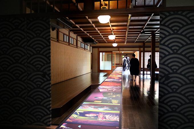老舗帯匠の京町家に現れたカラフルな作品群