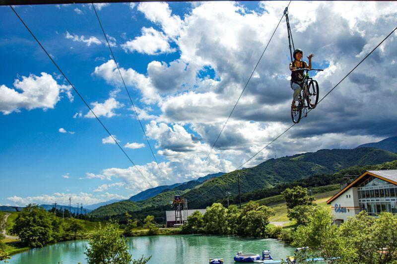 素人でもできる空中自転車綱渡り!?GWは「白馬つがいけWOW!」へ