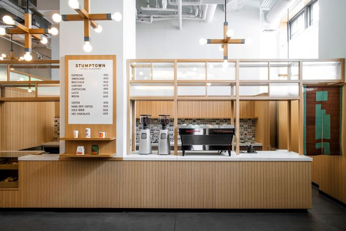 宿泊者以外も利用可能!日本初出店のコーヒーショップ、レストラン