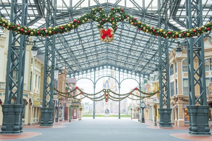 東京ディズニーランドのクリスマスデコレーション