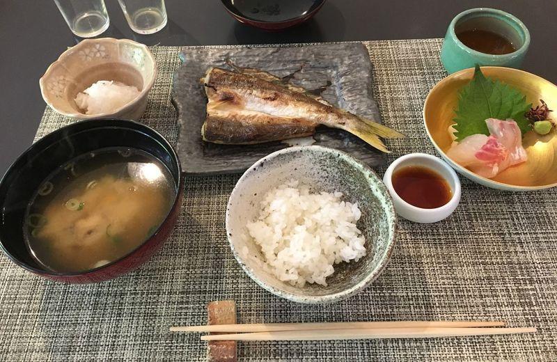 旬の食材をふんだんに使った香り高い朝の和食