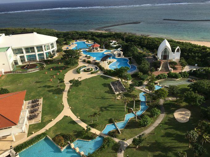 オフシーズンでもリゾート気分を味わえる開放的な施設