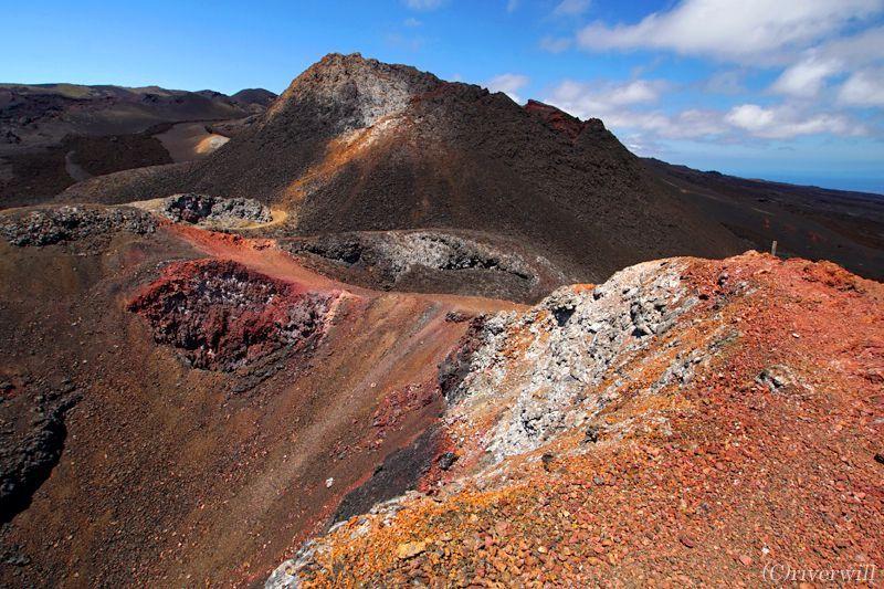 イザベラ島では火山トレッキングも楽しめちゃう!