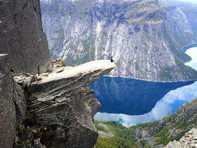 高所恐怖症さん閲覧注意!北欧ノルウェーのトロルの舌トレッキングはまさに絶叫クレイジー
