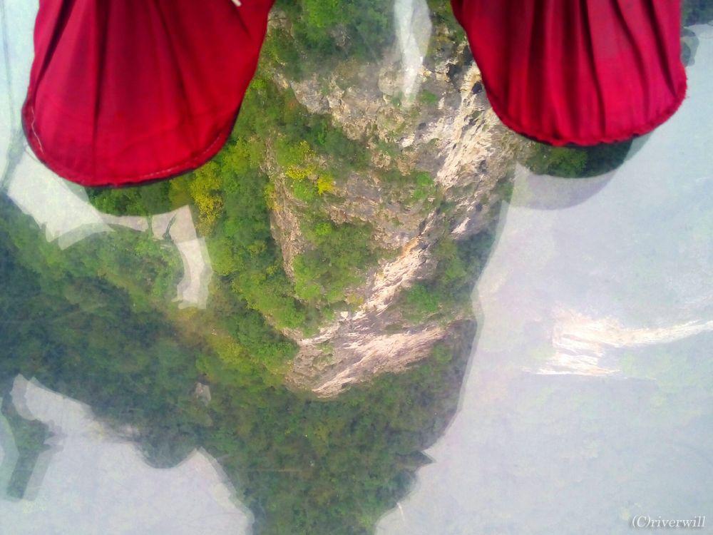 ガラスの吊り橋を渡るためのルールとマナー