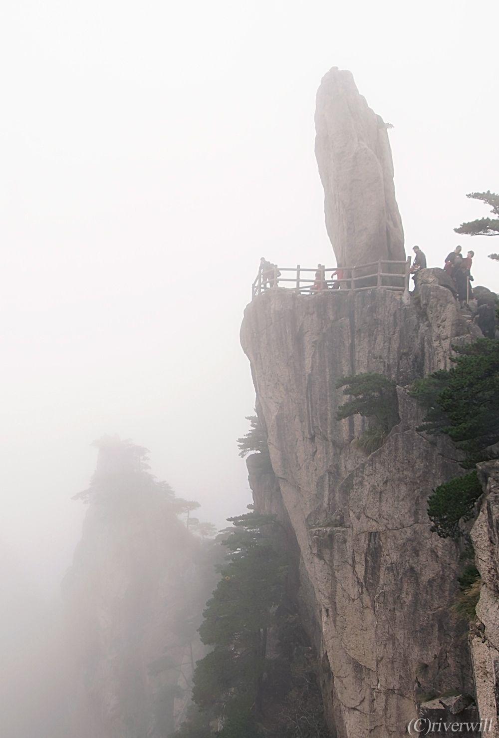 黄山を彩る奇松・怪石・雲海・温泉の「四絶」