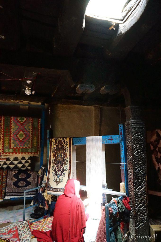 女性のカーペット職人が活躍するグルミット