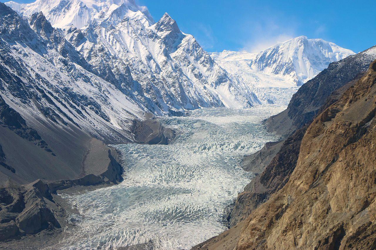 大迫力のパノラマ・パスー氷河