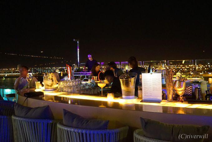 高層階のルーフトップバーで100万ドンの夜景に乾杯