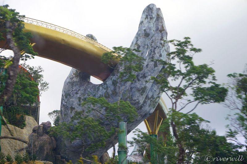 ダナンの山に中世フランスと巨大な手!?「バナヒルズ」は世にも奇妙なワンダーランド