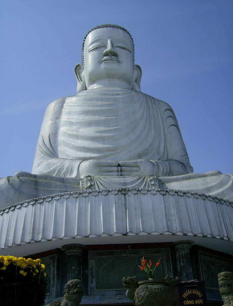 東の守護神・バナ山のリンウン寺