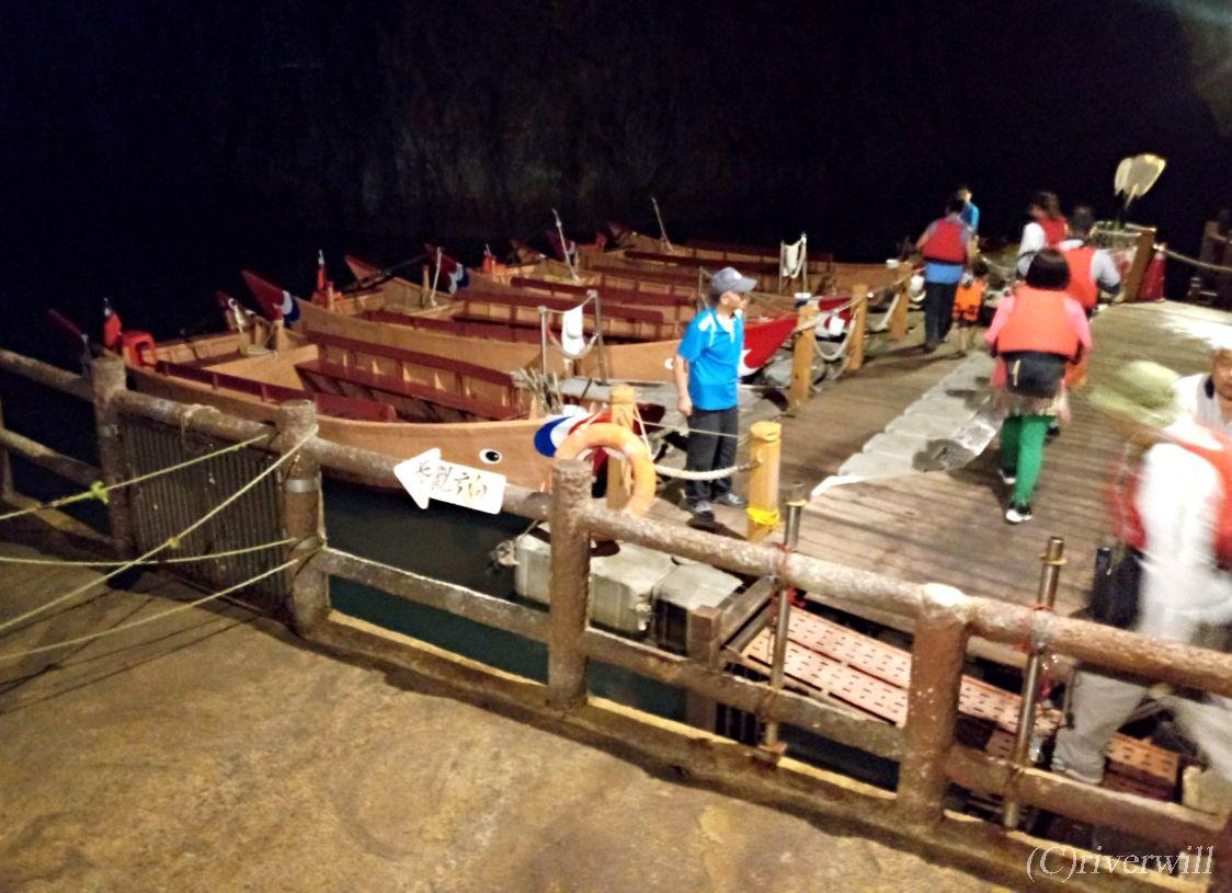 「北海坑道」で開催される「青の涙鑑賞ボートツアー」