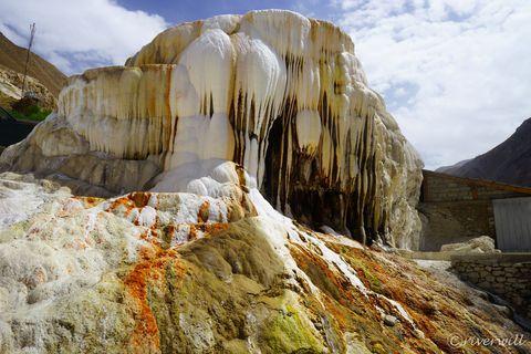 アフガン国境地帯!タジキスタンの秘境・ワハーン回廊は絶景秘湯回廊