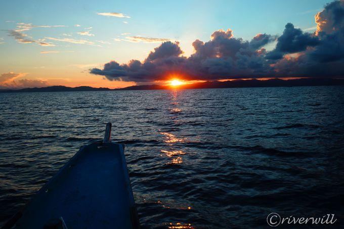 幻想的な夜明けと日没をのぞむサンライズ・サンセットクルーズ