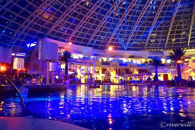 フィリピン最大級の屋内ビーチ&ナイトクラブ「コーブ・マニラ」