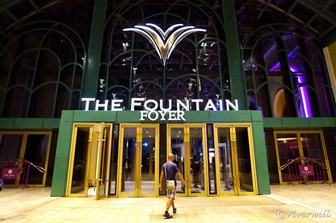 世界最大級マルチカラーの噴水ショー!「ザ・ファウンテン」