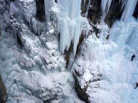 そこは天然のアイスキャッスル!カナダ・バンフの絶景ジョンストン渓谷