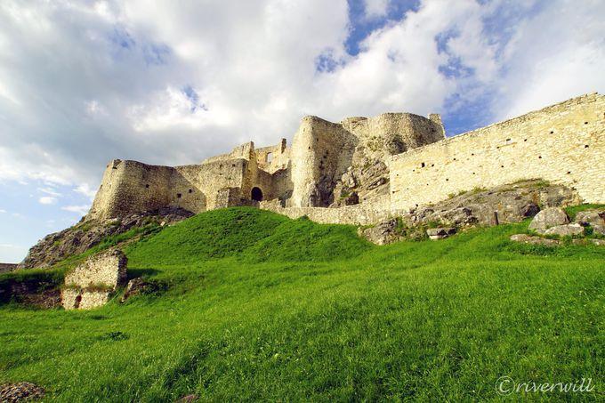 崩れた廃墟の天空の城、それはまさにあの世界