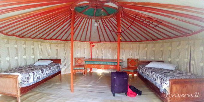 宿泊はツーリストゲルキャンプで