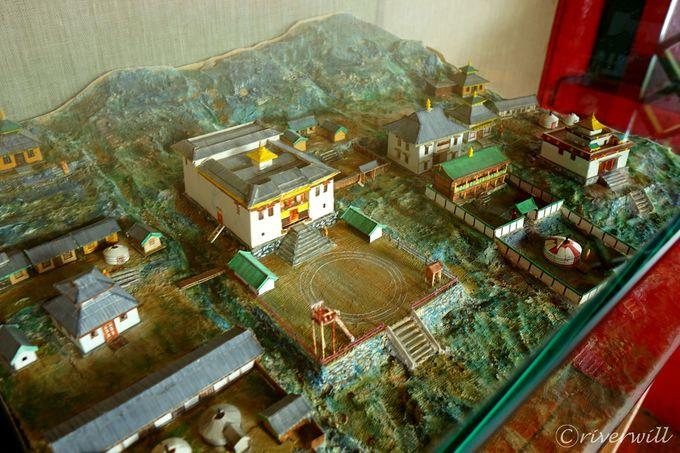 ウランバートル郊外にある絶景寺「マンズシル寺院」