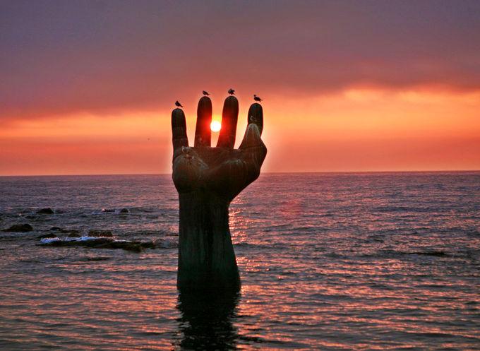 虎尾串の最大のみどころ!海からのびる巨大な手