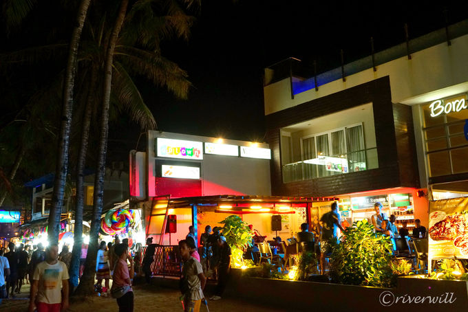 ボラカイ島は夜も楽しい!ビーチでさざなみを聴きながらナイトライフ