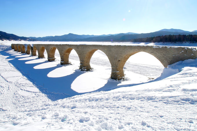 幻の橋「タウシュベツ橋梁」へ湖上横断スノーハイク